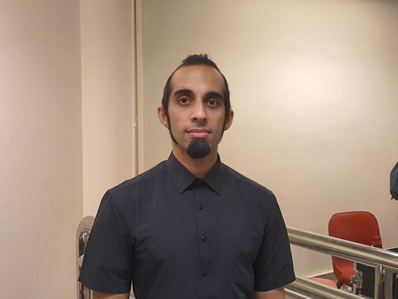 第三代土生土長印度裔香港人Vivek Mahbubani。(駱亞/大紀元)