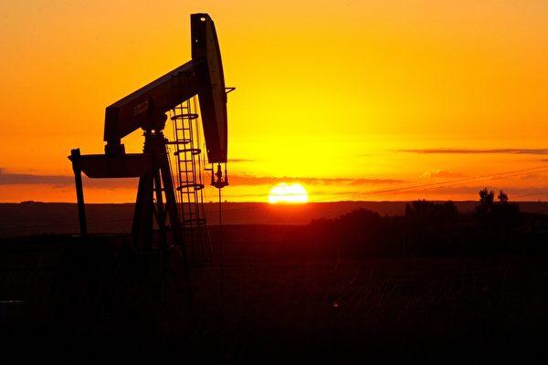 西德州原油(WTI)期貨價格已漸漸逼近2月高峰的67.98美元/桶。圖為北達科他州(North Dakota)的石油鑽井平台。(Karen BLEIER/AFP)