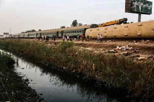 埃及火車出軌翻覆 至少11死98傷