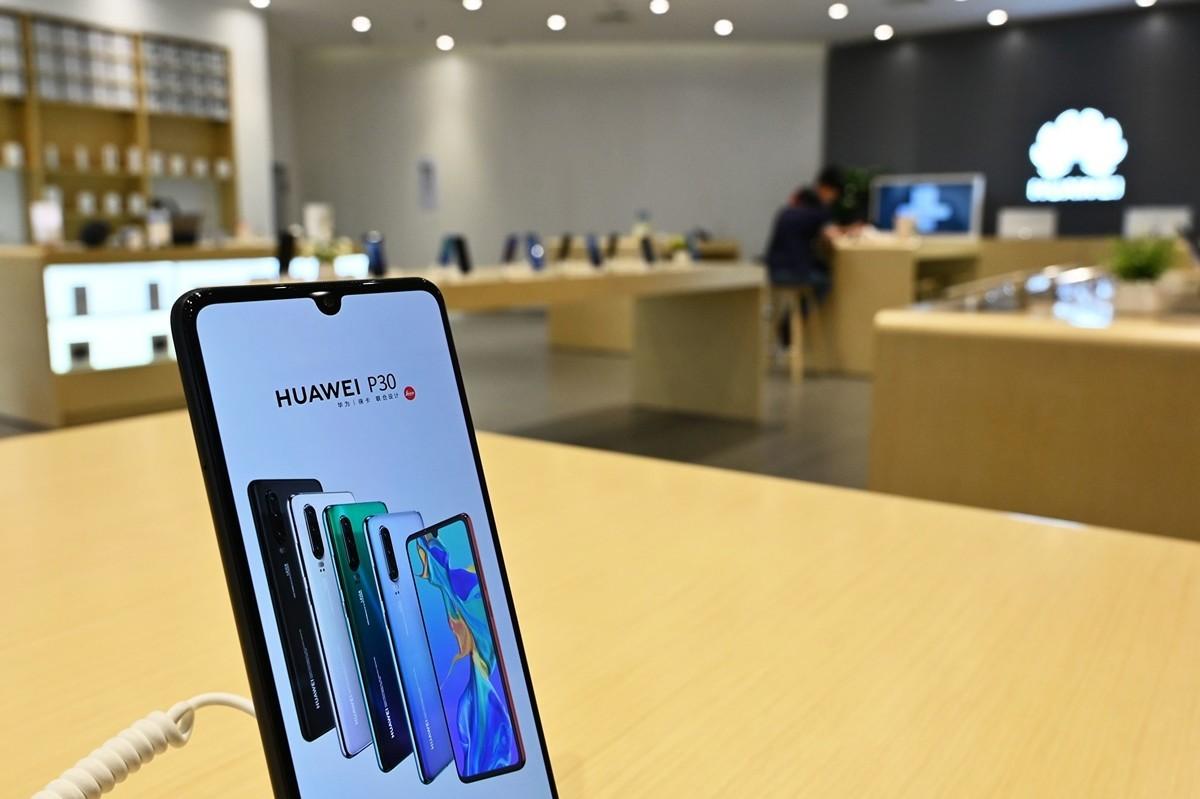 傳華為新手機訂單減少,富士康已停止為其生產。 (HECTOR RETAMAL/AFP/Getty Images)