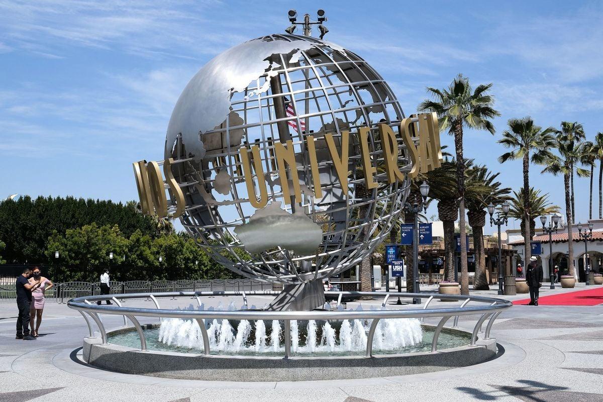 圖為荷里活環球影城(Universal Studios Hollywood)。(LISA O'CONNOR/AFP via Getty Images)