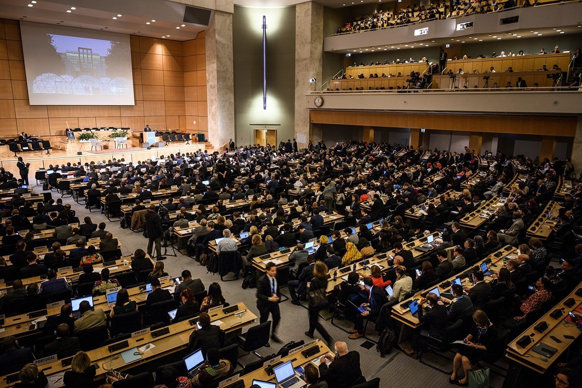 62國組成的全球聯盟於5月19日提交世界衛生大會,聲援澳洲對中共病毒進行獨立調查的呼籲。圖為去年5月20日的世界衛生大會會場。(Fabrice COFFRINI/AFP)