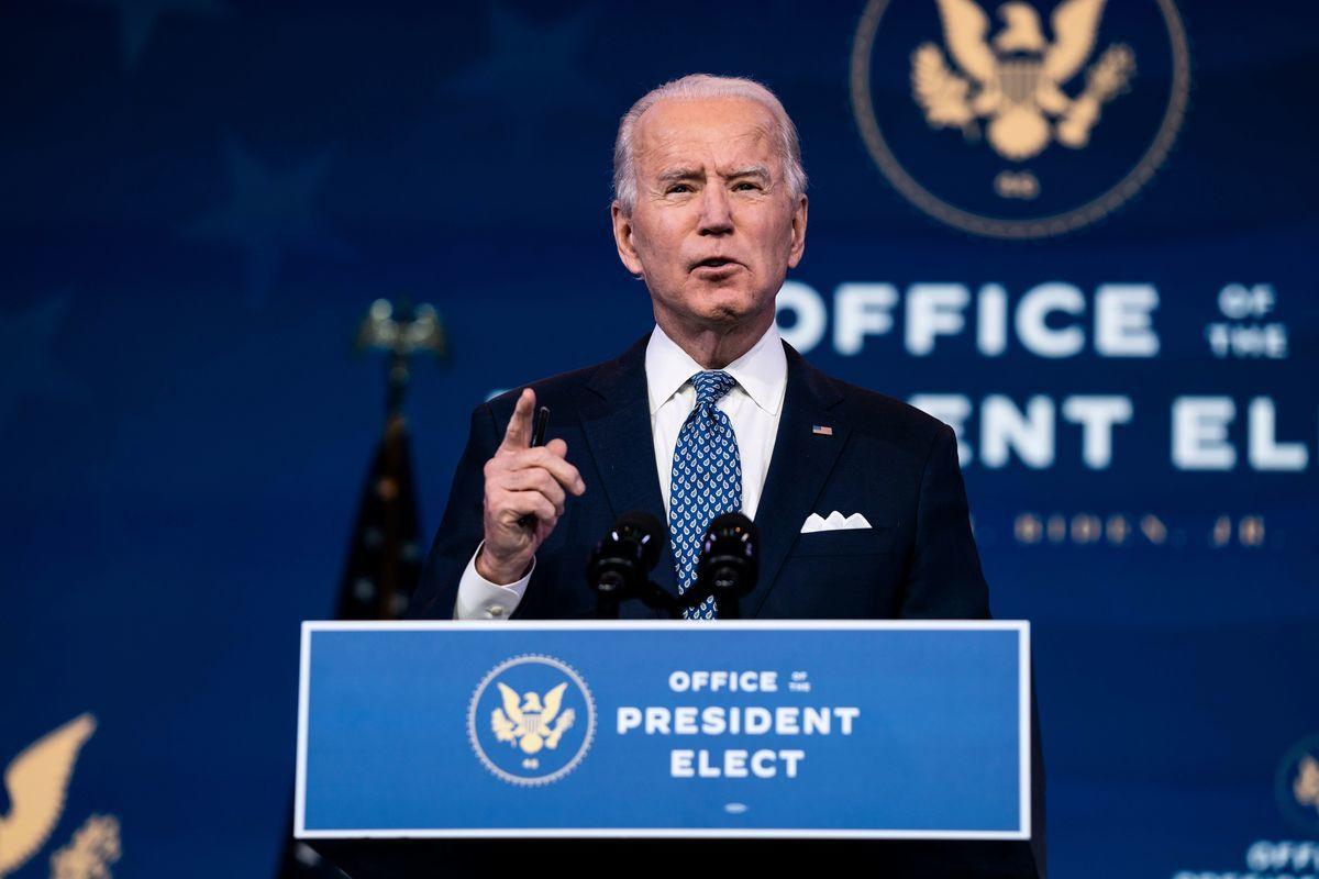 前美國副總統、民主黨總統候選人祖拜登(Joe Biden)12月22日在特拉華州威爾明頓的皇后劇院發表2020年年終演說,內容涉及未來的中共病毒(COVID-19)疫情救濟政策以及移民政策。(ALEX EDELMAN/AFP via Getty Images)