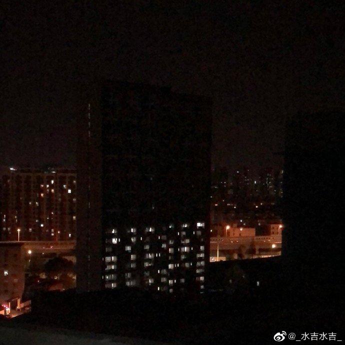 上海網友1月7日發帖:「我們樓12層以上全停電了。」(微博圖片)