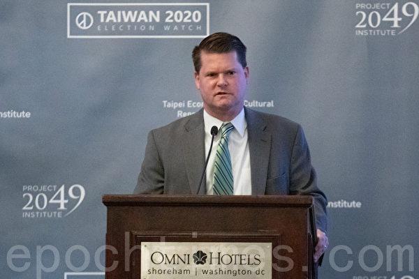 1月11日,美國國防部前印太事務助理部長薛瑞福(Randall Schriver)出席台灣駐美代表處舉辦的選舉研討會。(林樂予/大紀元)