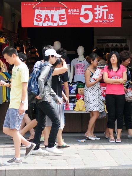 騰訊理財通發佈的《90後理財與消費報告》顯示,98.4%的「90後」認為生活有壓力,住房和汽車是主要壓力來源。(Franko Lee/AFP/Getty Images)