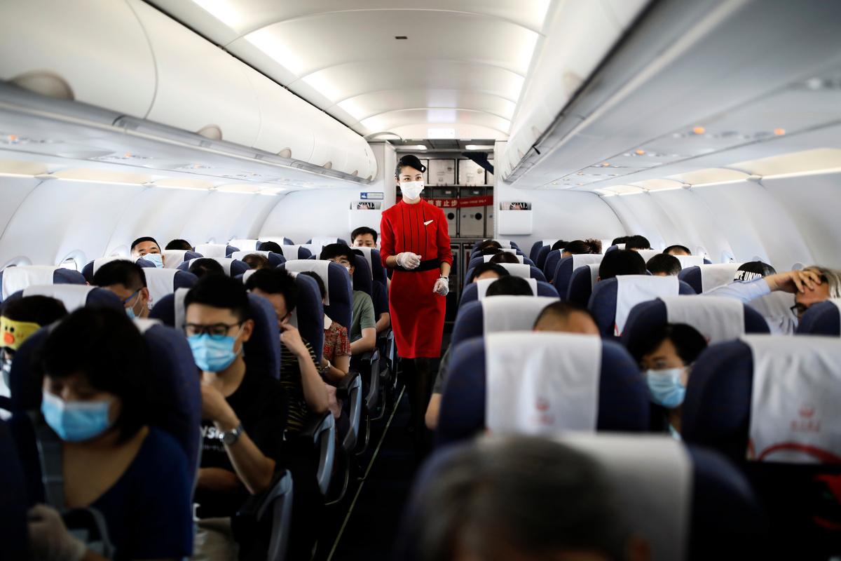 北京疫情再度加重。據報道,2020年6月17日,往返北京的大量航班被取消。圖為2020年6月16日,一架從四川起飛的中國航班。(Getty Images)