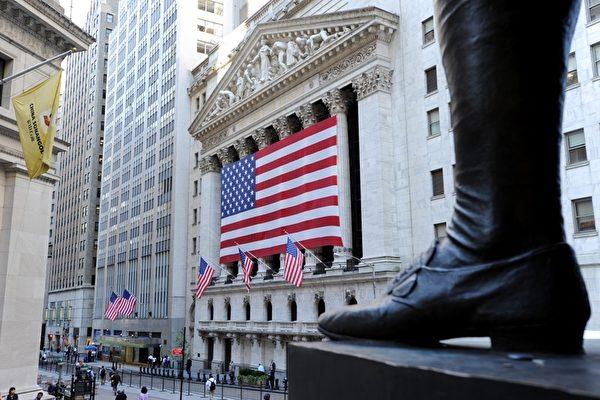 美國國會報告表示,中國國企直接聽命於共產黨,中共利用投資,作為推進其國家利益的工具。圖為,美國紐約證券交易所。(STAN HONDA/AFP/Getty Images)