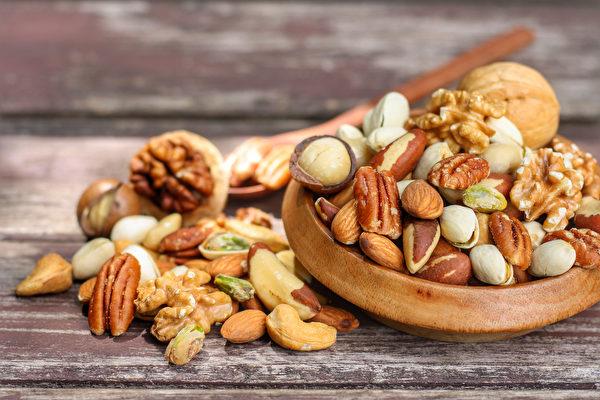 每天適量吃堅果,有助減少癌症發生及預防心血管疾病。(Shutterstock)
