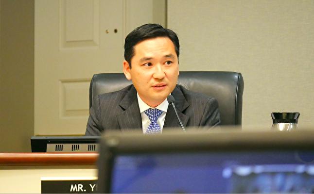 發起該決議案的市議員尚毅(Sang Yi)(李辰/大紀元)