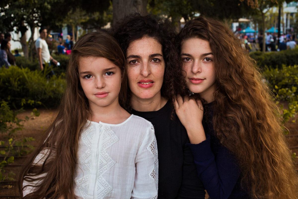 以色列特拉維夫的母女三人。(米哈艾拉提供)