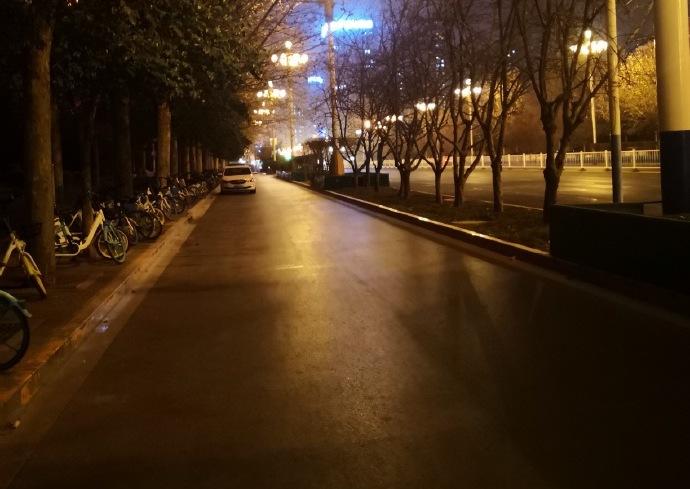 封城後的石家莊街頭。(微博圖片)
