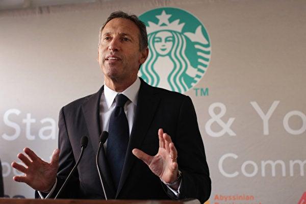 2016年12月1日,星巴克(Starbucks)行政總裁舒爾茨(Howard Schultz)宣佈明年春季從行政總裁一職上退下。(Spencer Platt/Getty Images)