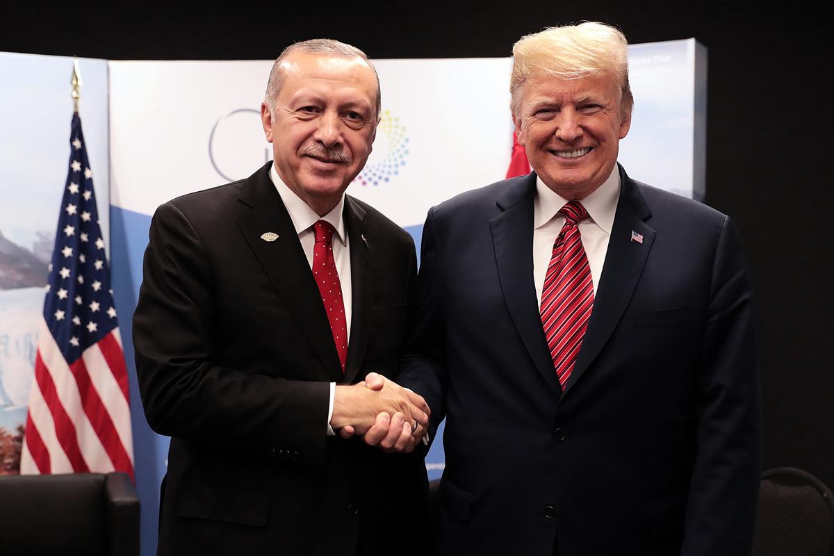 美國總統特朗普(右)與土耳其總統埃爾多安。(Murat CETINMUHURDAR/TURKISH PRESIDENTIAL PRESS SERVICE/AFP)