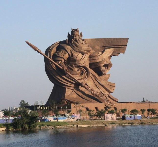 荊州巨型關公像被批違建要搬遷 網友批浪費