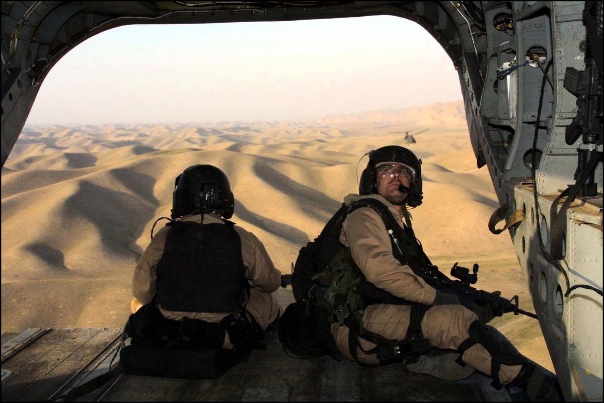 美國預計在今年的911恐怖襲擊事件20周年紀念日前,將撤回所有駐阿富汗美軍,結束這場美國陷入最久的戰爭。圖為美國特種部隊在阿富汗執行任務。(Pool Photo/Getty Images)