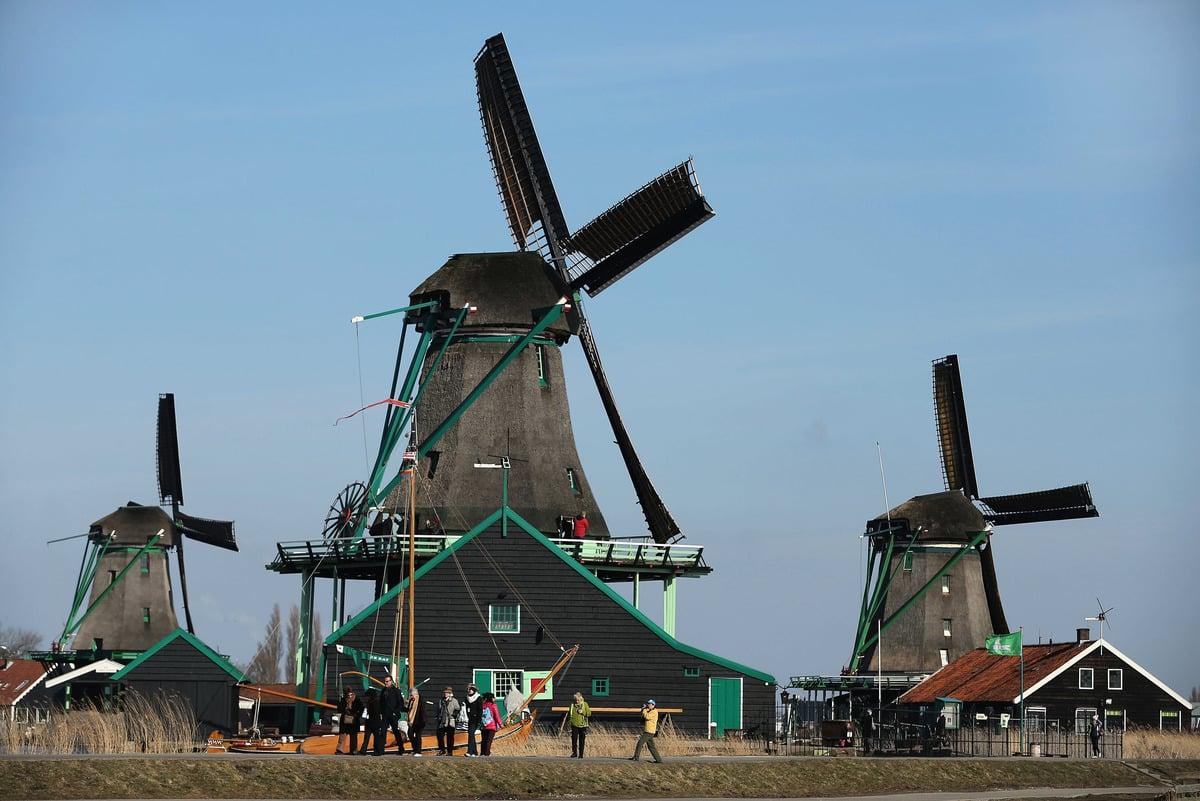 荷蘭Zaanse Schans在疫情爆發前每年吸引大約90萬位訪客。(Sean Gallup/Getty Images)