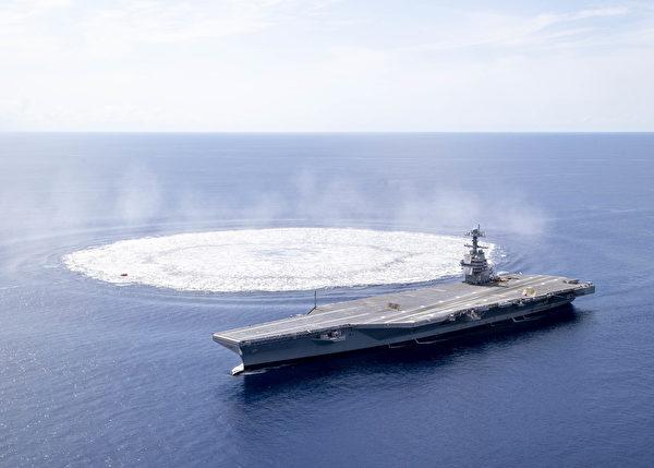 2021年6月18日,美軍的福特號航母(CVN78)進行爆炸衝擊試驗,炸藥引爆後留下的水面漣漪。(美國海軍)
