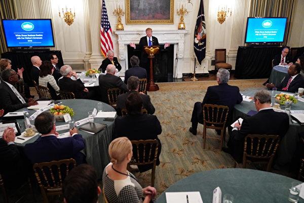 中美第七輪高級別談判後,2月25日,美國總統特朗普在白宮與全美州長共進早餐時表示,中方談判團隊可能會再來華府(談判),預期會有個「簽署協議、更棒的習特會」。(Mandel NGAN/AFP)