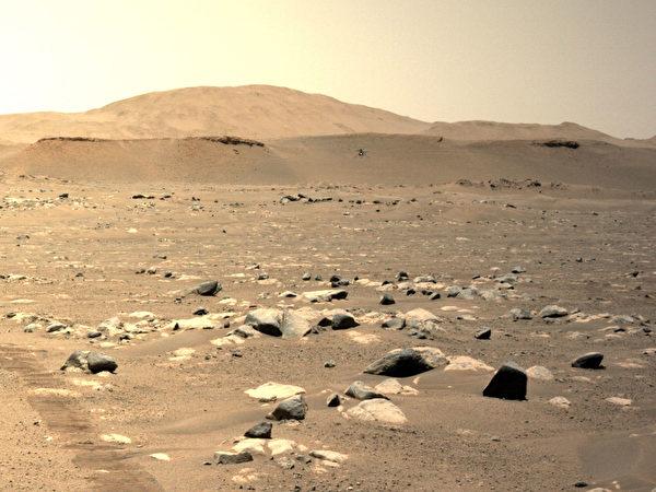 2021年4月25日,美國太空總署(NASA)「機智號」(Ingenuity,又稱創新號)進行了一周內第三次成功飛行。NASA稱,這次直升機的飛行比前兩次速度更快,飛得更遠。(Credits: NASA/JPL-Caltech)