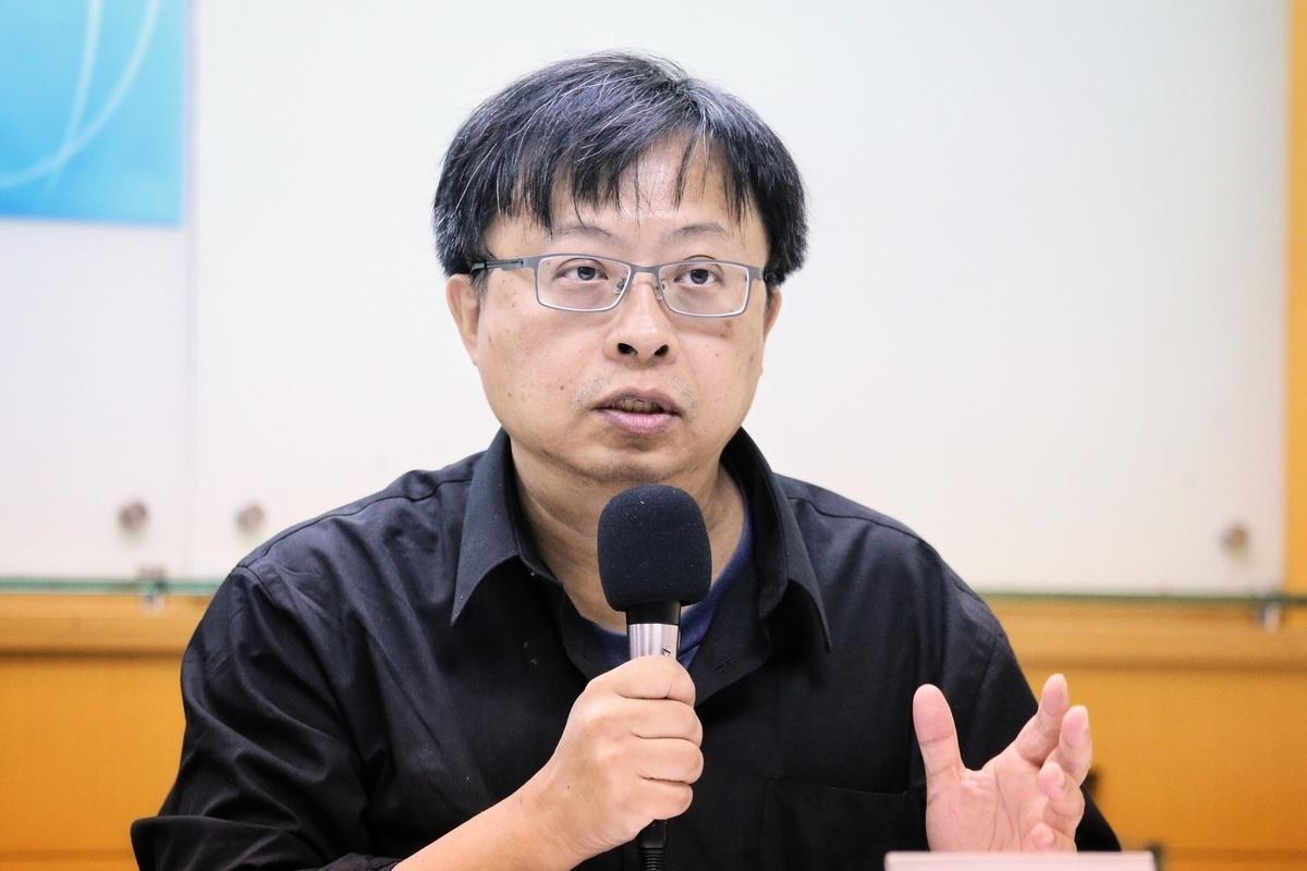 華人民主書院董事主席曾建元表示,全世界都曝露在中共網絡監控高度風險中,自由世界如果不防堵中共,未來可能出現全球性電子極權。(陳柏州/大紀元)