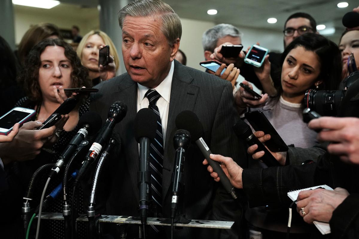 2018年12月30日,美國資深共和黨參議員格雷厄姆(Lindsey Graham)在與特朗普總統進行午餐會面後表示,特朗普總統正在「重新評估」 讓美國軍隊迅速撤離敘利亞的計劃。圖為格雷厄姆資料圖。(Alex Wong/Getty Images)