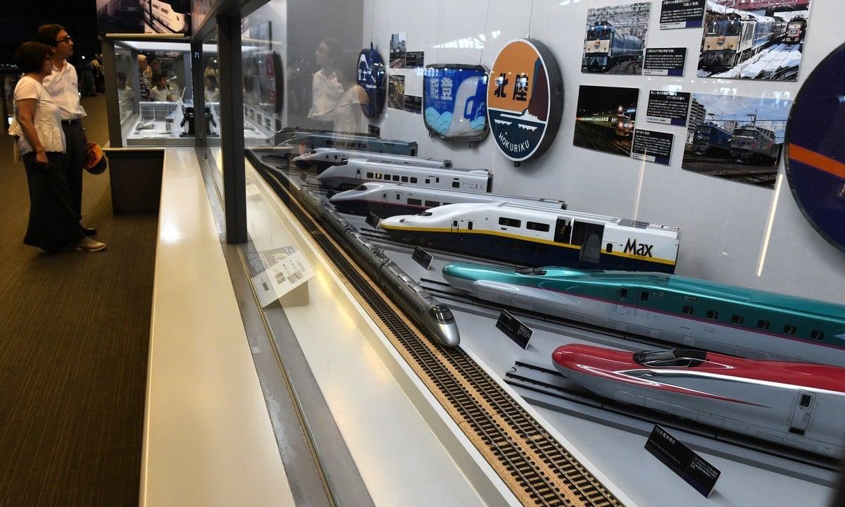 專家說,目前雖然北京對東南亞國家的基建投資金額超過日本,但是東京在該地區經濟和商業的聲譽及影響力均優於中共。圖為日本磁浮子彈列車博物館。(TOSHIFUMI KITAMURA/AFP/Getty Images)