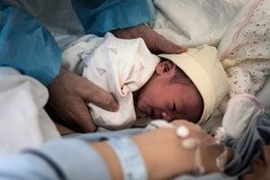 女子偷新生兒判1年10月 網友:鼓勵犯罪