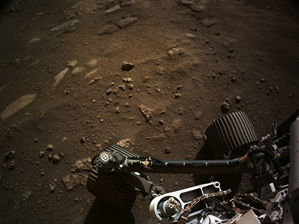 美國太空總署(NASA)的「毅力號」火星漫遊車已向地球送回大量圖片。2月24日,NASA發佈毅力號火星新家圖片。(Handout/NASA/JPL-CALTECH/AFP)