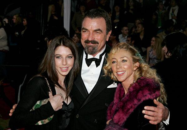 2005年1月9日,塞萊克、麥克和女兒漢娜出席在加州帕薩迪納市政禮堂舉行的第31屆人民選擇獎頒獎典禮。 (Vince Bucci/Getty Images)