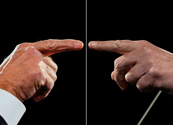 周四(10月22日),美東時間晚9點,2020年美國大選最後一場總統辯論。圖為特朗普(左)、拜登(右)的手。(JIM BOURG/POOL/AFP via Getty Images)