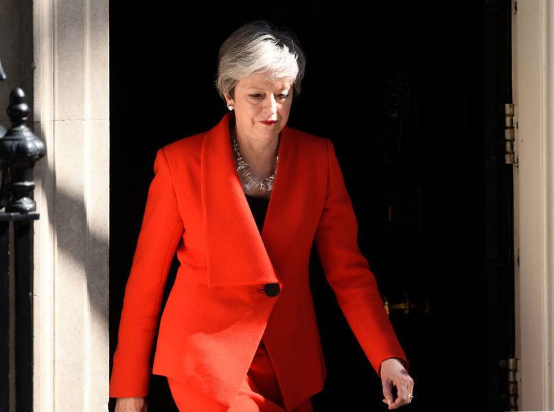 英首相宣佈辭職 黨魁之爭拉開序幕