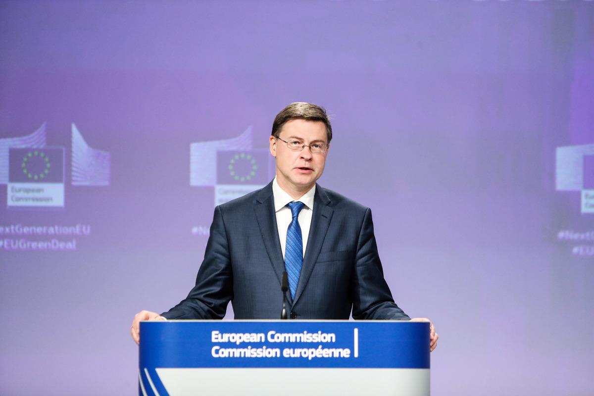 歐盟執行委員會副主席東布羅夫斯基斯(Valdis Dombrovskis)。資料圖。(ARIS OIKONOMOU/AFP via Getty Images)