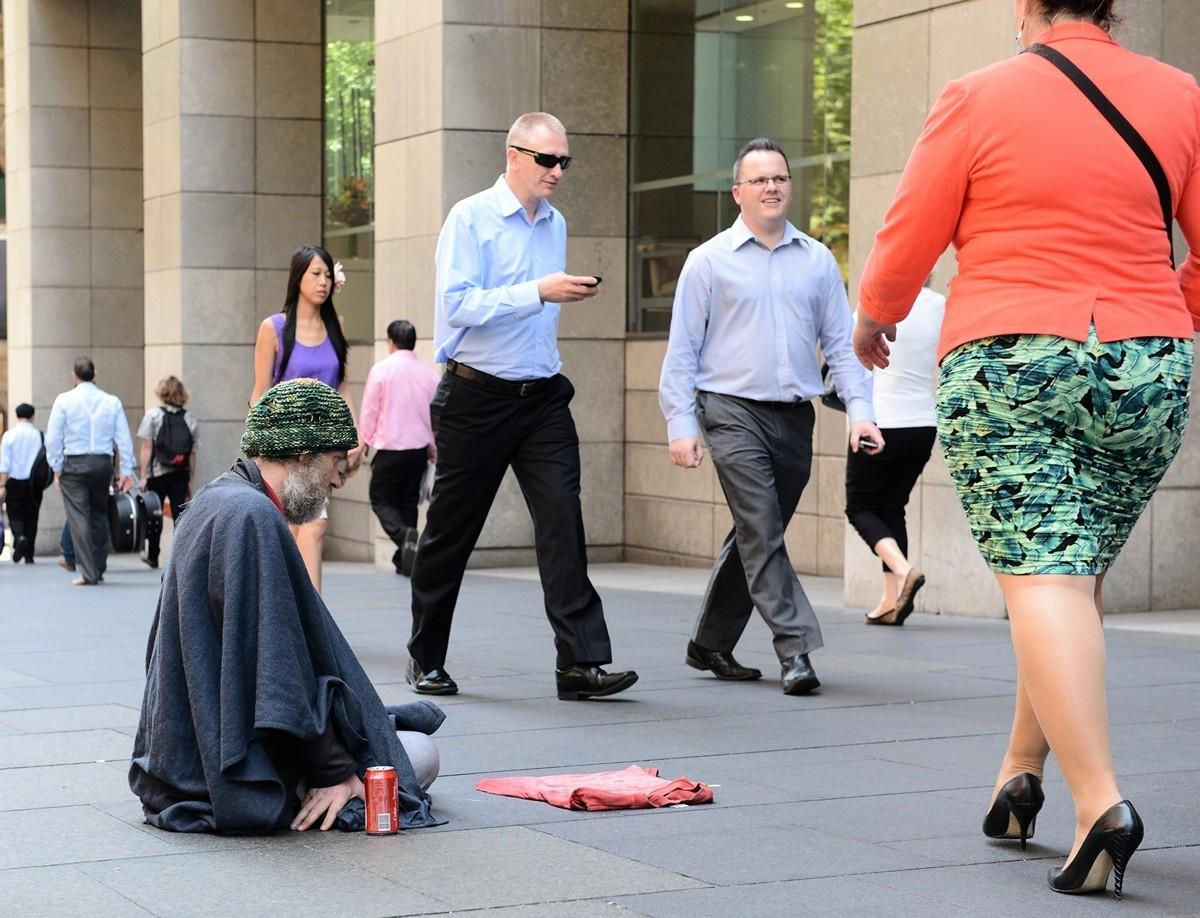 澳洲維州警方破獲一個利用旅遊簽證從中國飛到澳洲、專門在墨爾本市中心街頭行乞的職業乞丐組織。圖為示意圖。(ROSLAN RAHMAN/AFP/Getty Images)