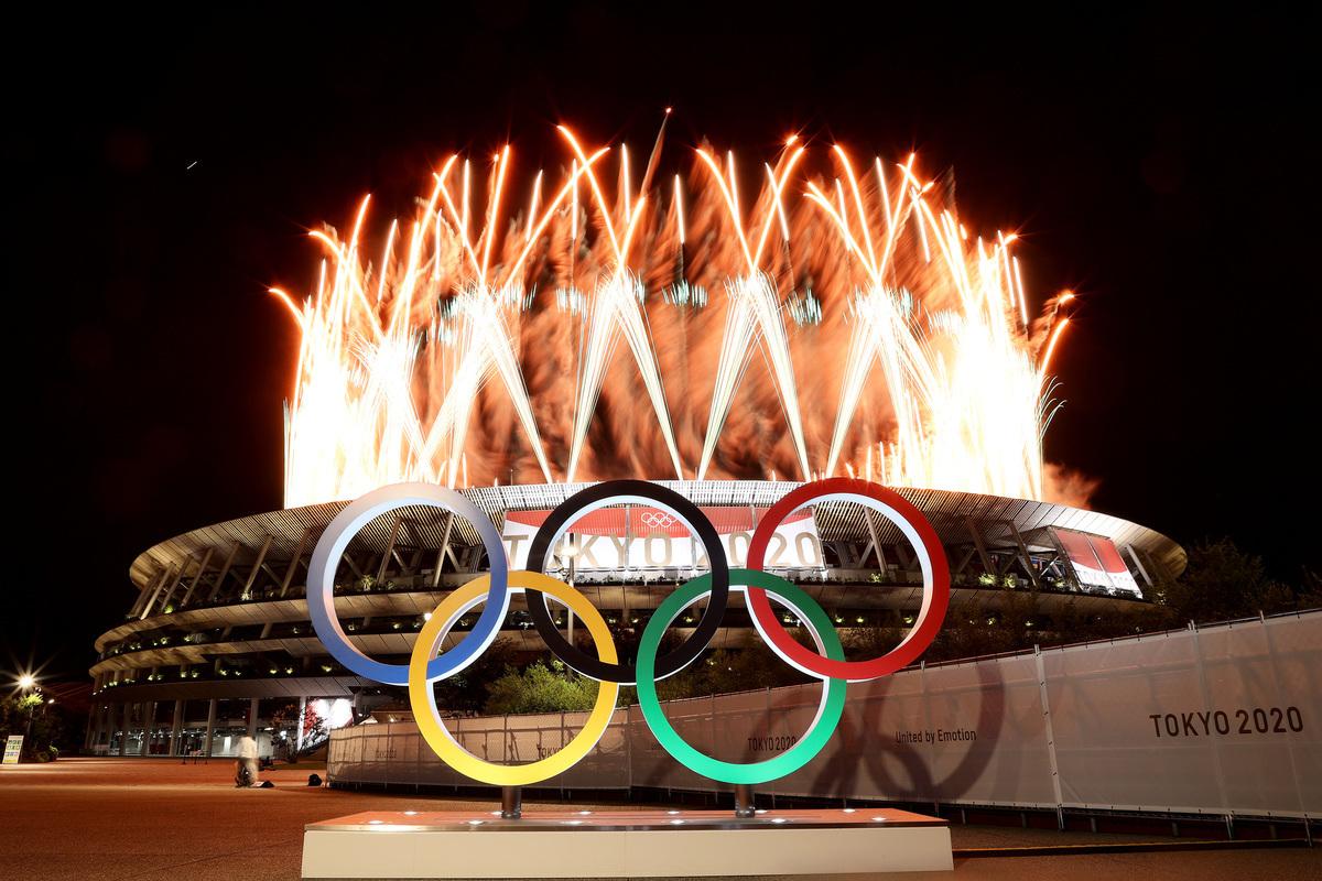 勇敢英雄的榮光在古奧運會史上曾留下了不少趣事軼聞。圖為2021年日本東京奧運會開幕式燃放煙花。(Lintao Zhang/Getty Images)