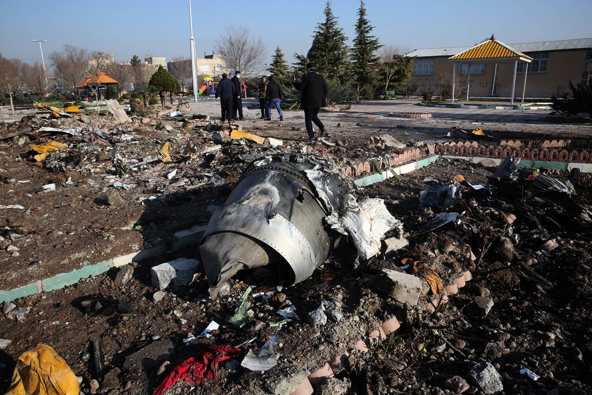 2020年1月8日,一架波音737客機起飛後不久在伊朗墜毀。圖為墜機現場。(AFP via Getty Images)