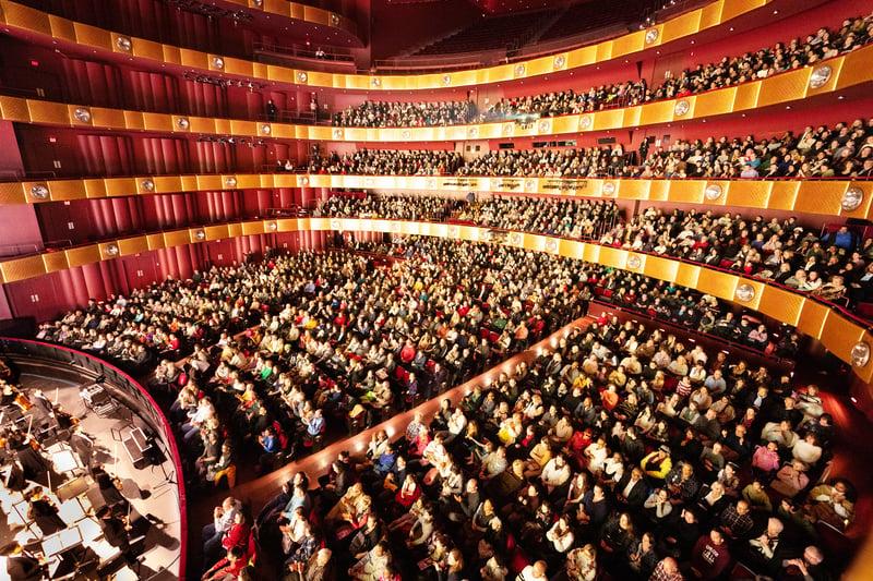 1月12日,神韻紐約藝術團在紐約林肯中心大衛寇克劇院演出再爆滿加座。(戴兵/大紀元)