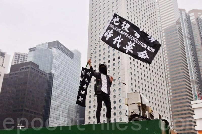 1.1大遊行 港人擠爆維園 警察截車搜身