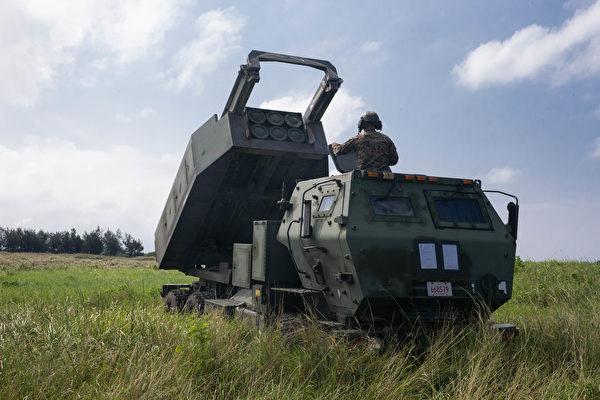 2020年9月24日,美國海軍陸戰隊在日本飯島市演練高機動火箭系統的快速部署。(美國海軍陸戰隊)
