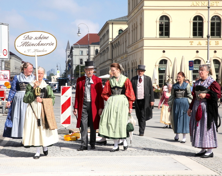 「啤酒節」因疫情停辦 慕尼黑民眾依舊盛裝上街