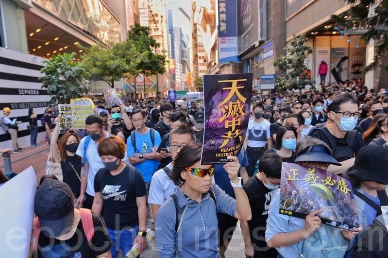 2019年11月2日,香港舉辦「112 求援國際,堅守自治」集會,民眾湧入維園。(宋碧龍/大紀元)