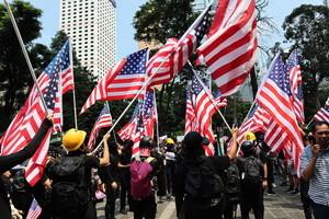 遮打花園民眾祈福高呼「驅逐共黨光復香港」