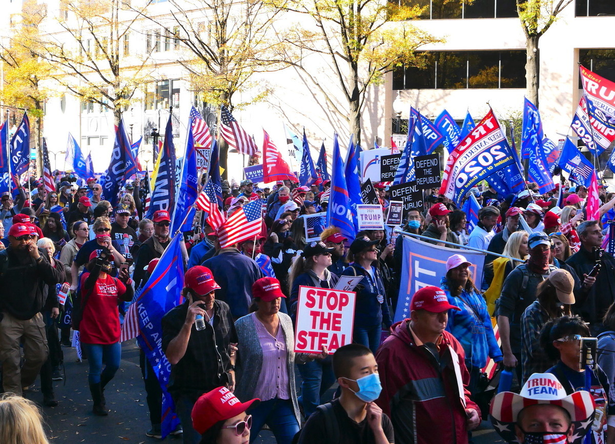 圖為11月14日,來自美國各州民眾在美國首都華盛頓DC舉行「停止竊選(Stop the Steal)」大遊行,力挺特朗普。(李辰/大紀元)