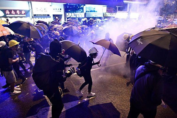 分析認為,香港走到目前的動盪局勢是因為中共從一開始就誤判香港抗議。而現在是歸正的時候了。(ANTHONY WALLACE/AFP/Getty Images)