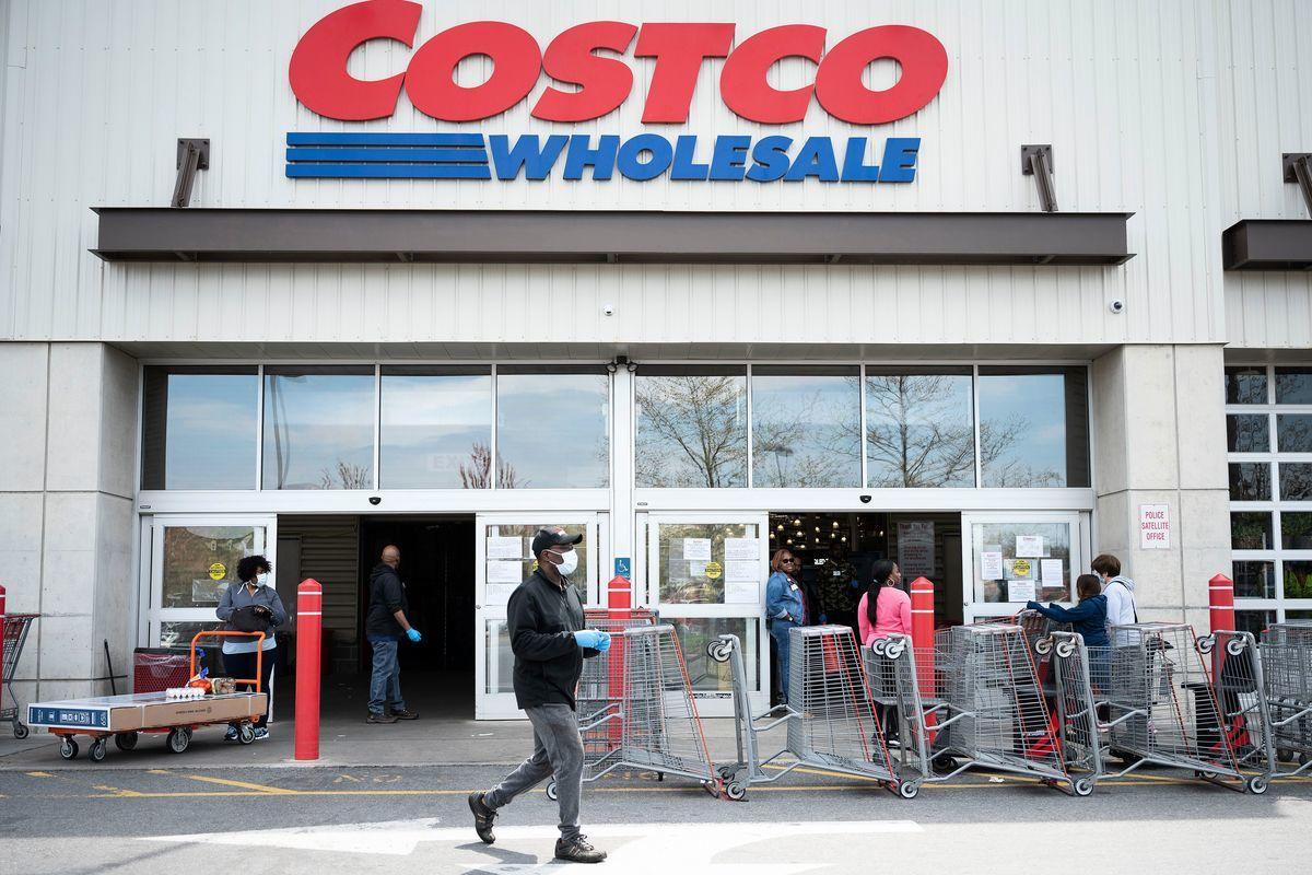 Costco是全球知名的會員制連鎖倉儲超市巨頭、僅次於沃爾瑪的全球第二大零售品牌,因其獨特的商業模式被業界廣為稱道。(JIM WATSON/AFP via Getty Images)