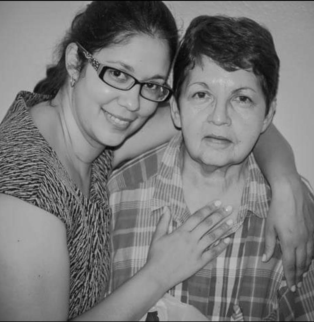 「老人之聲」組織創始人薇薇安‧扎雅斯和她的母親安娜‧馬提耐茲。(受訪者提供)