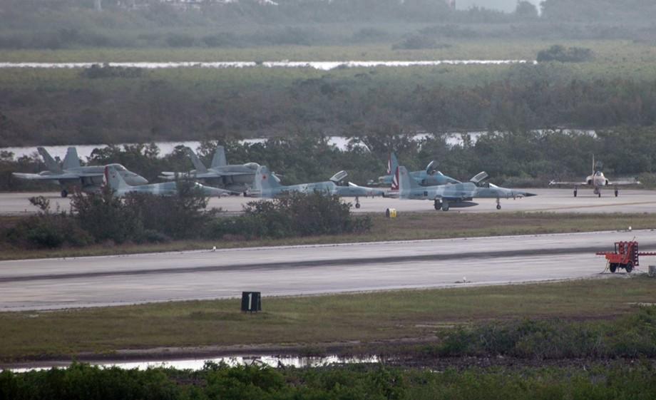 基韋斯特海軍航空站(Naval Air Station Key West)是美國南方聯合跨部門特遣部隊(Joint Interagency Task Force-South)所在地,該工作隊負責監視空中和海上的非法販運。(Cobatfor/公有領域)