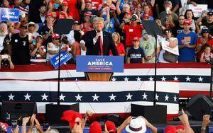 特朗普參加卸任後首個大型競選集會