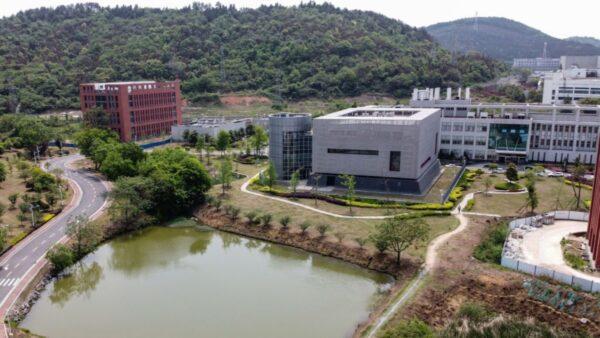 中國武漢病毒研究所P4實驗室(中)。(HECTOR RETAMAL/AFP via Getty Images)