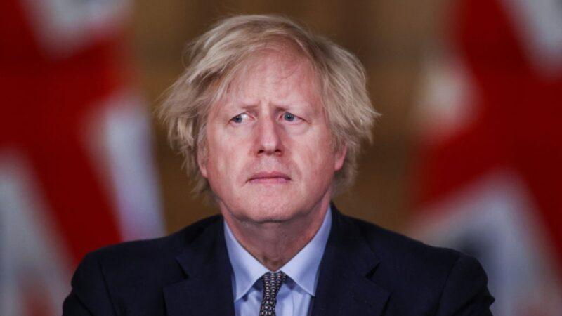 2021年3月23日,英國首相約翰遜(Boris Johnson)在倫敦唐寧街10號舉行的新聞發佈會上發表講話。(Hannah McKay - WPA Pool/Getty Images)